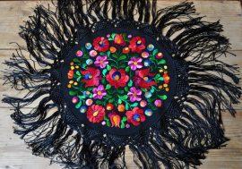 Matyó kör terítő fekete rojttal