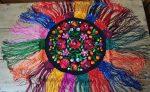 Matyó kör terítő színes rojttal