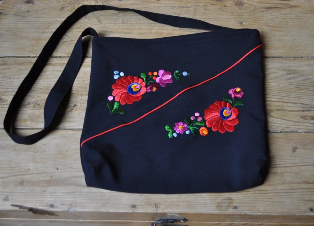 9bb26ac42b8e Hímzett matyó táska 5602 - Népművészeti webshop, kézműves ajándékok